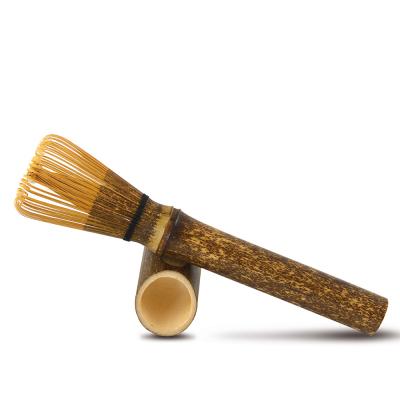 Traditioneller Matcha Bambusbesen, Farbe schwarz, zur Matcha-Zubereitung bei tee-design.eu im Online-Shop kaufen.